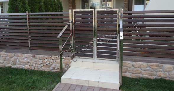 Забор металлический, калитки